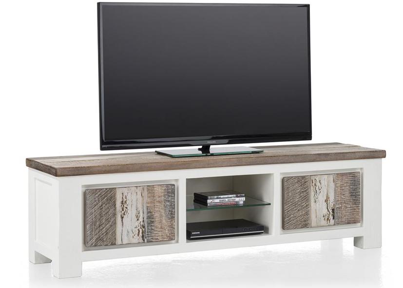 pia. Black Bedroom Furniture Sets. Home Design Ideas